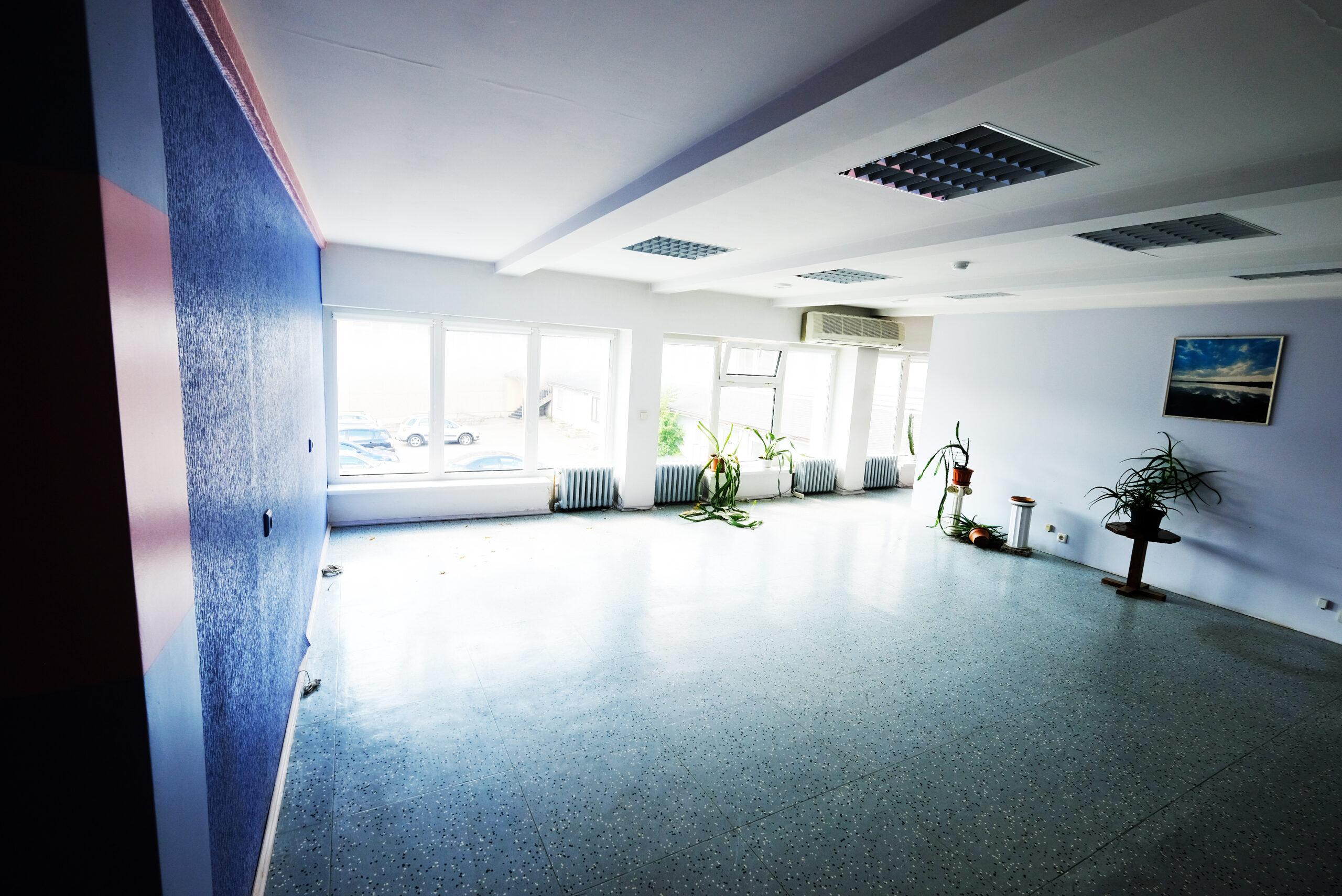 Nuomojamos patalpos komercijai, prekybai, biurui.